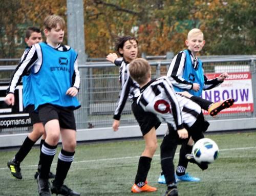 Update met foto's: Voetbalclinic voor jongste jeugd groot succes